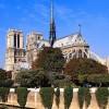 A moszkvai önkormányzat finanszírozta a párizsi Notre-Dame karácsonyfáját