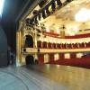 Csaknem háromezer jelmeztől vált meg kiárusításon a linzi színház
