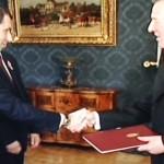 Alkotmány tervezet átadása Schmitt Pálnak
