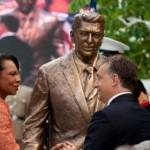 Felavatták Ronald Reagan szobrát Budapesten