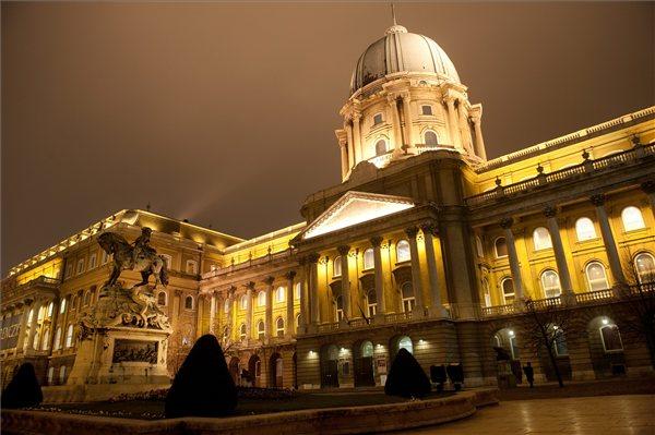 Budavari_palota_Budapest_var_muzeum_MNG