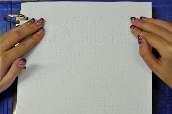 Alkotmany_alaptorveny_Braille_irasos