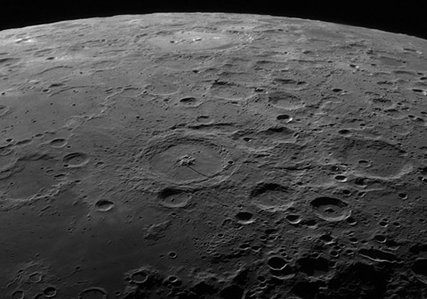 Hold_Petavius_krater