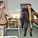 Orbán Viktor az Aszódi úti hajléktalanszálón - a Blikk.hu fotója