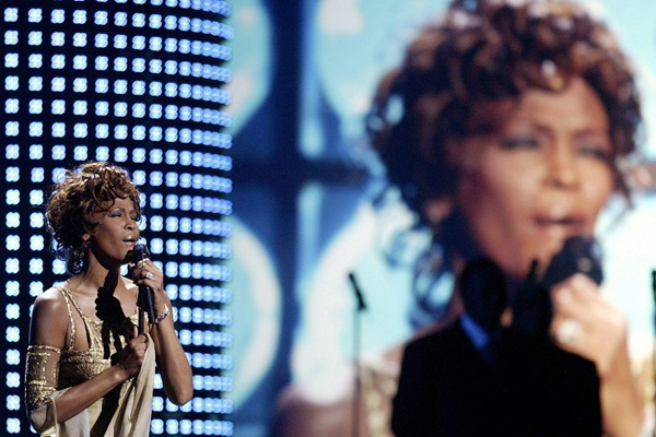 Whitney_Houston_01