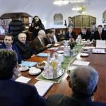 Ellenzéki szervezetek képviselői a Magyar Szocialista Párt által kezdeményezett megbeszélésen a budapesti Pallas Páholyban 2013. január 2-án. A megbeszélésen az MSZP mellett a Demokratikus Koalíció, a Haza és Haladás Egyesület, a Magyarországi Szociáldemokrata Párt, a Magyar Szolidaritás Mozgalom, a Milla Egyesület és a Szövetségben, Együtt Magyarországért Párt képviselői vettek részt. Körben balról: Buzás Anna, Molnár Csaba és Avarkeszi Dezső, a Demokratikus Koalíció tagjai, Bárándy Péter, a Haza és Haladás Egyesület képviselője, Tordai Csaba és Gadó Gábor (takarásban), az Együtt 2014 Választói Mozgalom tagjai, Suha György, Schmuck Andor és Schiller László, a Magyar Szociáldemokrata Párt tagjai (szemben), Renkel Attila (takarásban), Nagy Mária és Diószegi Gábor, a Szövetségben, Együtt Magyarországért Párt tagjai, valamint Ipkovich György és Bárándy Gergely, a Magyar Szocialista Párt képviselői (az előtérben háttal). MTI Fotó: Beliczay László