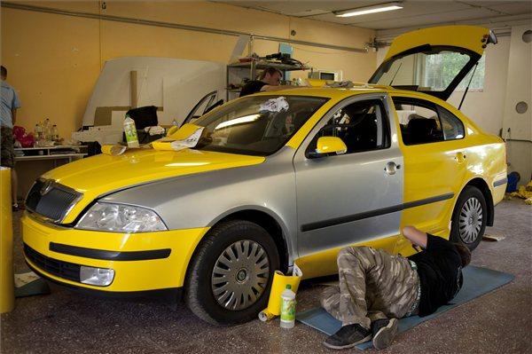 taxi_budapest_atfoliazas_sarga_2013aug