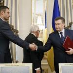 janukovics_megallpodas_ukran_valsag