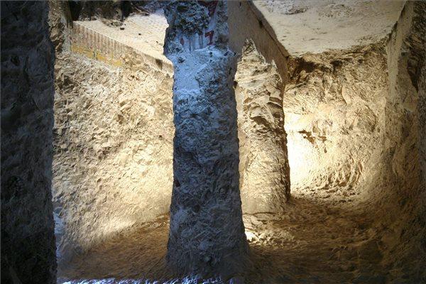 Az egyiptomi Újbirodalom legprominensebb tagjainak egyike, Hapuszeneb sírkápolnájának részlete 2014. december 4-én a thébai nekropolisz területén