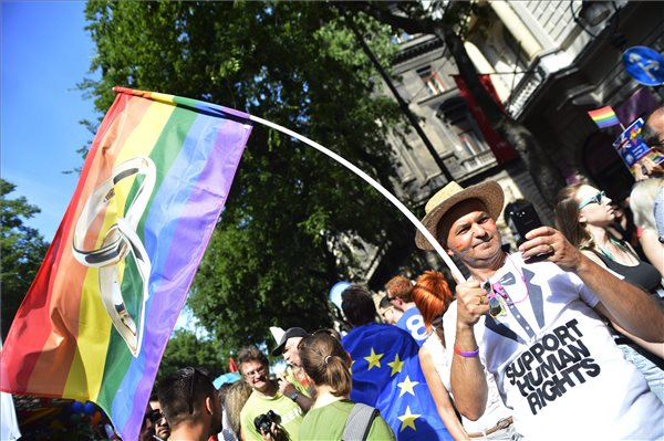 budapest_pride_2015_andrassy_uton_operanal