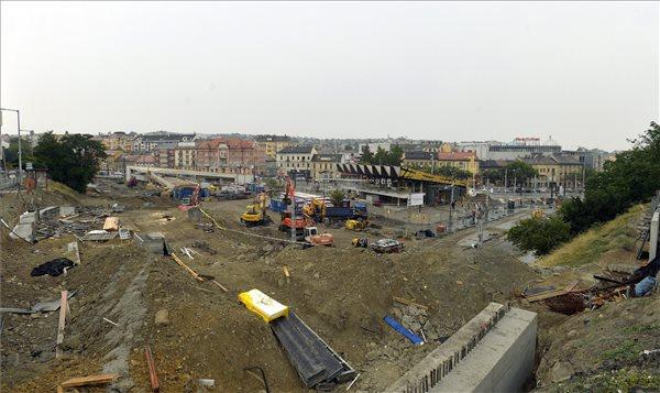 Az átépítés alatt álló Széll Kálmán tér 2015. augusztus 2-án