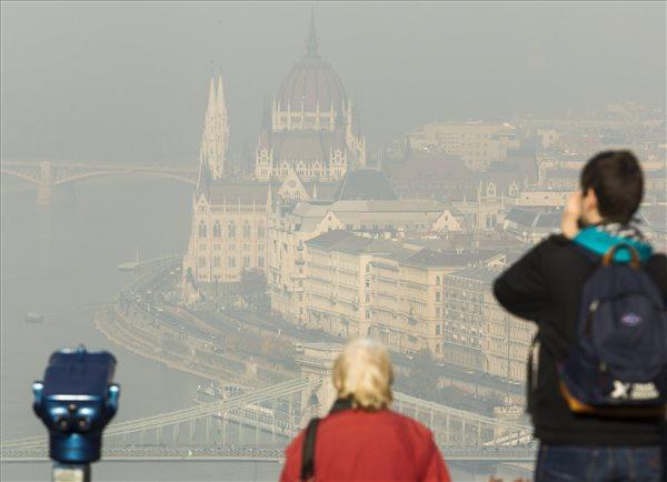 szmog_szallo_por_szmogriado_legszennyezes_budapest_parlament_2015