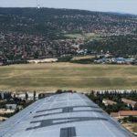 A budaörsi repülőtér egy 1949-ben forgalomba állt LI-2 repülőgépből fotózva 2017. június 20-án.