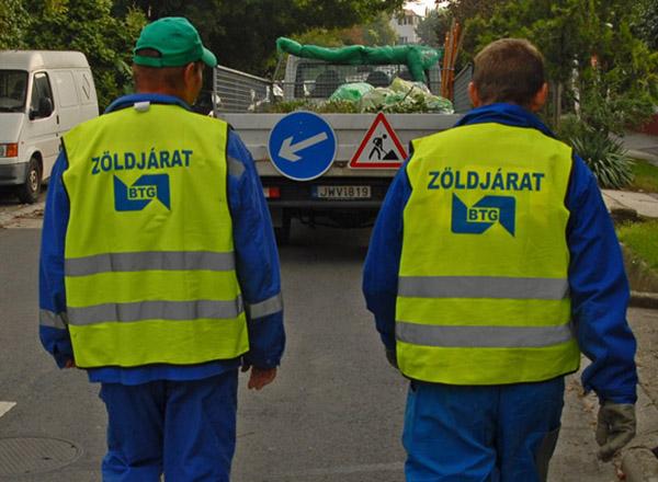 Budaörs, 2010-09-14 Városképek a BTG-nek. Zöldjárat gyűjti a zöldhulladékot