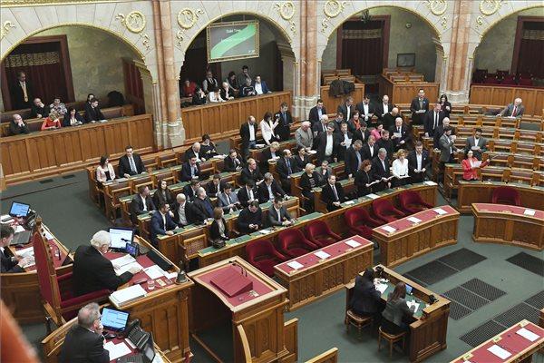 parlament_ellenzek_esku_2019jan3