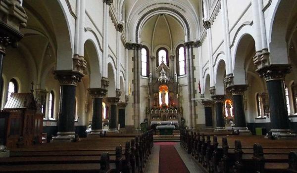 A VIII. kerületben, a Lõrinc pap téren áll ez a Jezsuita templom. 1888-1909 között épült Kauser József tervei alapján.
