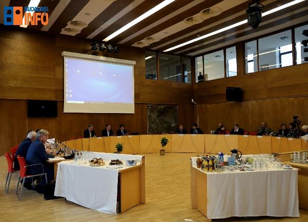varoshaza_konferencia19_12_13_polgarmesterek_kozlekedes (9)