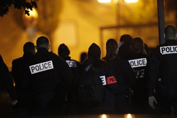 francia_rendorseg_lefejezett_tanar_terror