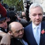 Julian Assange-ot, a WikiLeaks alapítóját kiadja Nagy-Britannia