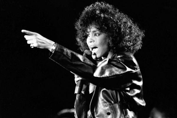Whitney_Houston_00