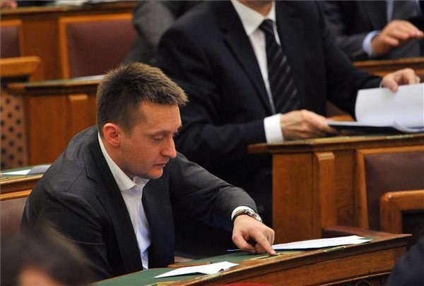 Rogan_Antal_parlament