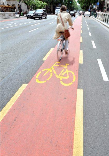 Andrassy_ut_biciklisav0