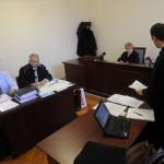 Boda Csaba, a pertársaság elnöke (b), Bense László Erik ügyvéd (b2), Miszbrandtner Erika bírónő (j2) és Lendvai András ügyvéd (j) az első pertársaság perén a Fővárosi Törvényszéken 2013. március 4-én, a 200 millió forint fölötti perértékű, több mint 30 szerződést megtámadó per első tárgyalási napján. Az AXERMIX munkacsoport szervezésében elindított pertársaság a hazai bankok közül elsőként az AXA Bank ellen indított pert devizahitelesek megbízásából. MTI Fotó: Földi Imre
