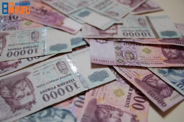 penz (3) forint gazdasag fizetes