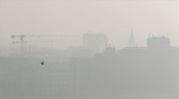 Pest látképe a budai Várból fotózva 2015. november 5-én
